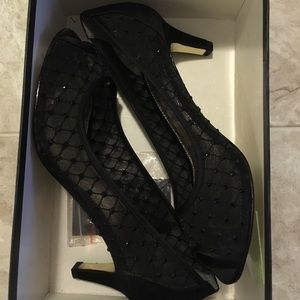 7M shoes Adrianna Papell